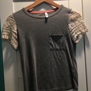 Gray cropped tee with lace sleeves